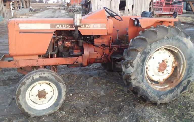 Allis-Chalmer 160 Tractor, Starts Fine, New Rear Tires, One Flat Front Tire, No Muffler or Seat, CN1061