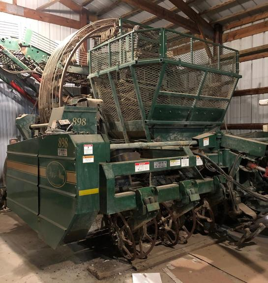 "Arts-Way 898 6R 28"" Beet Harvester, Brand New Belts, Rolls and Other Misc. Parts, Fold Down Elevator, Housed, CN1054"