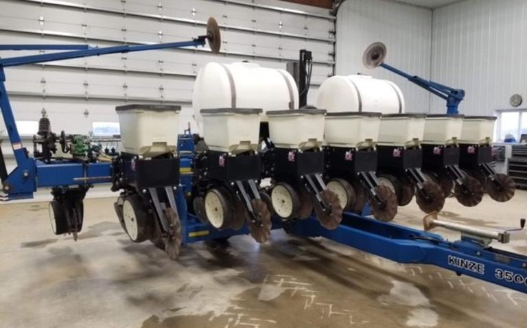 "Kinze 3500 8-15"" Row Planter, KPM II Monitor, Precision Corn Meters, Soybean Brush Meters, Liquid Fertilizer, No-Till Coulters, Very Good Condition, CN1072"