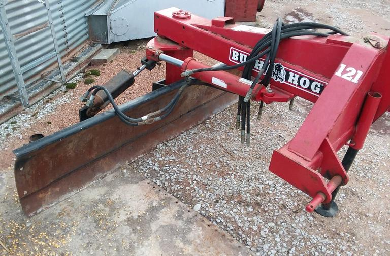 Bush Hog 121-09 6-Way Tilt Blade with Hydraulic Cylinders, One Owner, Housed, Works Great, CN1010