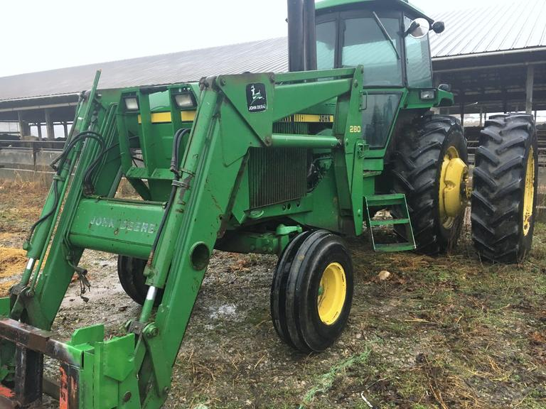 John Deere 4840 Tractor, (Unknown Hours), Overhauled Engine with Approx. 450 Hours, 3-Point Hitch, Tractor Includes John Deere Loader with Bucket, CN1050