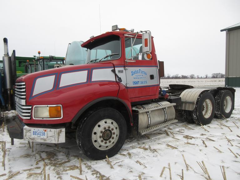 1994 Ford LTL 9000 Semi Tractor, (406,457 Miles), N14 Cummins Engine, 13-Speed Transmission, Dual Line Wet Kit, 3.58 Gear Ratio, LED Headlights, Rear Implement Hitch.  New Rear End in November 2018.