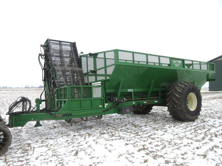"2014 Valley 3052 Beet Cart, 30-Ton, 900 Tires, Michigan Boom, New Top Scrub Chain in 2018, 52"" Wide, Boom Camera"