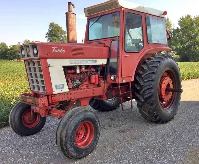 1973 International 1066 Tractor with Cab and Heat, (6000 Hours), No AC, 18.4x38 Tires, 2- Remotes, 2- PTOs, Runs Well, CN1005