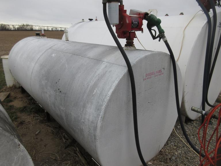 1000-Gallon Single Wall Fuel Tank with Pump