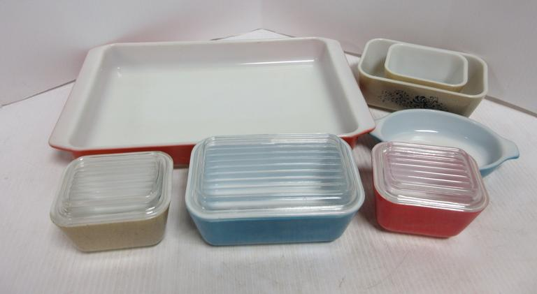 (7) Pyrex Refrigerator Dishes, Primary Colors, Speckled: 3- with Lids, 4- without Lids