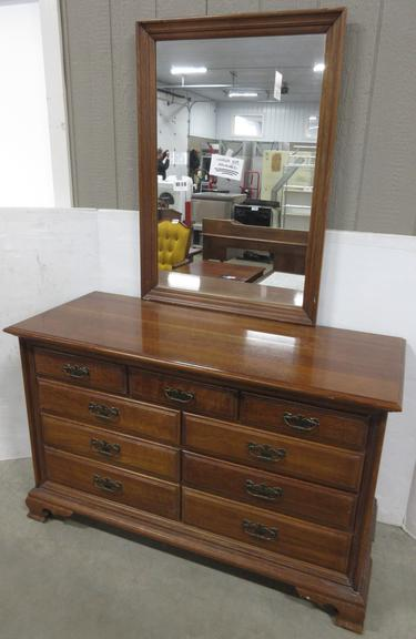 Thomasville Dresser with Mirror, Matches Lot No. 2