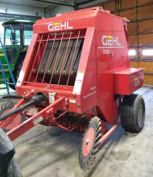 Gehl 1475 Round Baler, 4x5 Bales, Twine Only, Belts Good, (Approx. 13,000 Bales History), Inside Cab Monitor, Very Nice and Clean Baler, CN1159