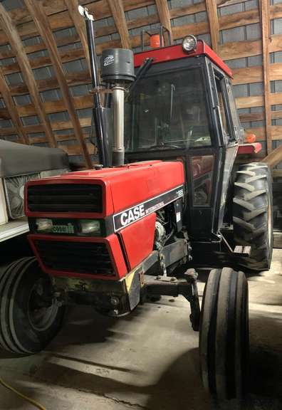 Case International 385 Diesel Tractor, Hours Unknown, Doesn't Burn Oil, 43 HP, 3-Point, 540 PTO, Selling Due to it Being too Large for Needs, Would Make Nice Haying Tractor