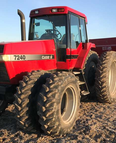 1994 Case International Harvester 7240 Magnum MFWD Tractor, (6600 Hours), 220 HP, 420x46 Rear Tires at 80% (Except One at 40%), Front Banded Duals at 75%, 3-Remotes, Cold A/C, Fresh Paint, Very Solid and Reliable, Excellent Condition