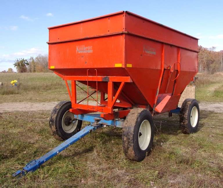 Killbros 375 Gravity Wagon, Extendable Tongue, Very Good 22.5 Rubber, on 10-Ton Running Gear, Good Condition