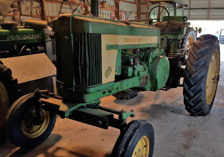 John Deere 620 Gas Tractor, Square Wide Front, 1-Remote, Power Steering, 3-Point Hitch, New Front Tires, Good Rear Tires, Body is Straight, No Big Dents, Comes with an Extra Used Seat and a Side Cover for the Starter, Good Parade Tractor