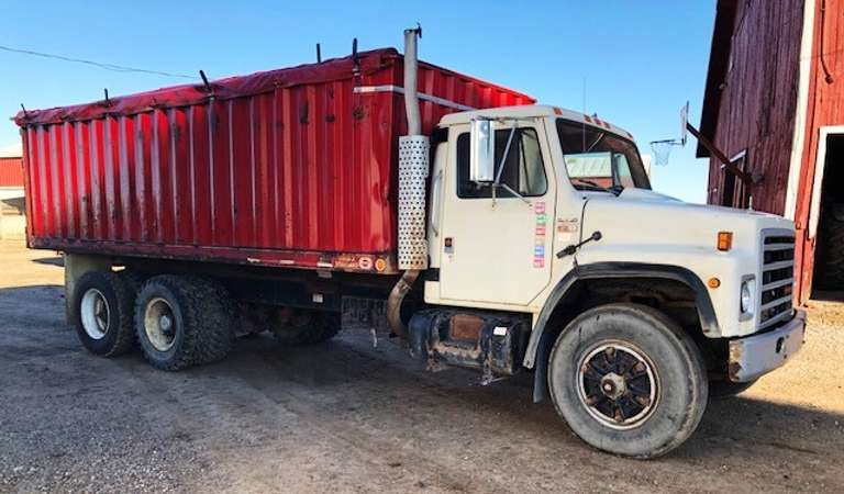 1988 International S1900 Grain Truck, (222,500 Miles), DT466 Engine, 13-Speed Eaton Fuller, 20' OMAHA Standard Box, Brakes and Tires are in Good Condition, All Lights Work, Oil and Filters have been Changed within the Past 100 Miles, Clean and Clear Title