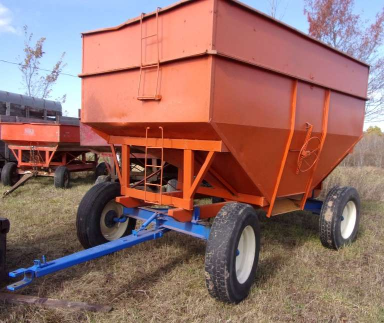 Killbros 375 Gravity Wagon, Extendable Tongue, Very Good 22.5 Rubber, on 12-Ton Running Gear