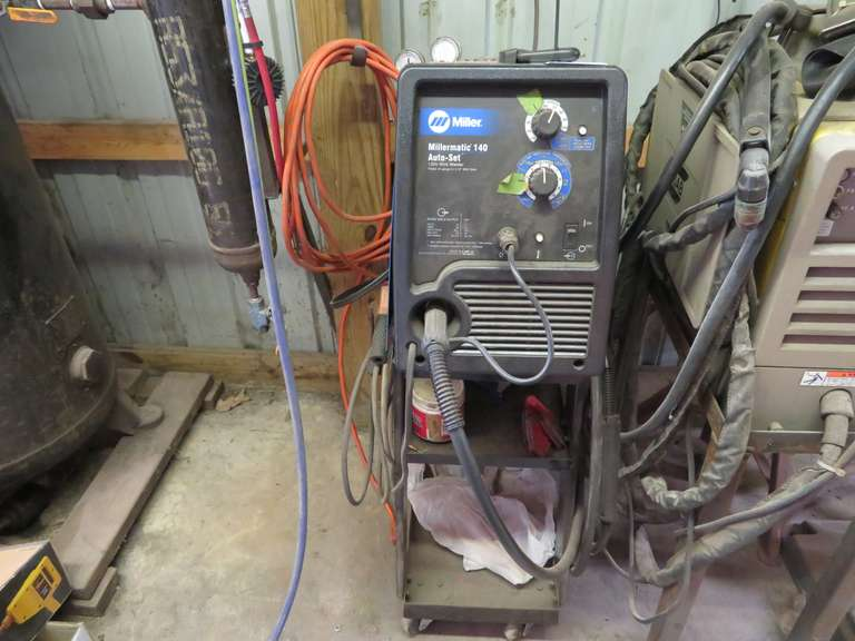 Miller Millermatic 140 Auto-Set 120V Wire Welder, Welds 24-Gauge to 3/16 Mild Steel, Includes Spoolmate 100 Series Spool Gun
