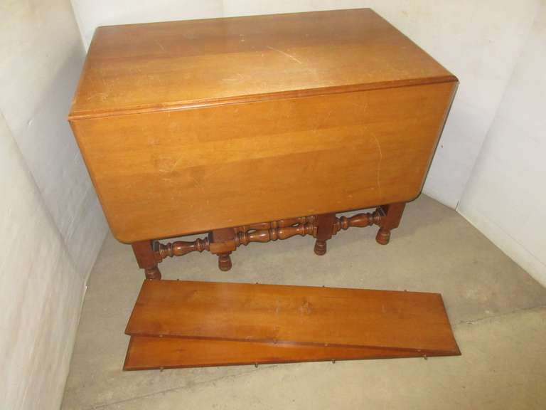 Dining Room Drop Leaf Table with (2) Extra Leaves