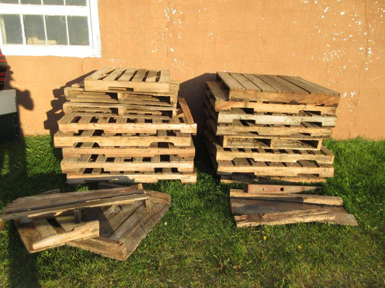 (16)-Wood Pallets, Assorted Sizes