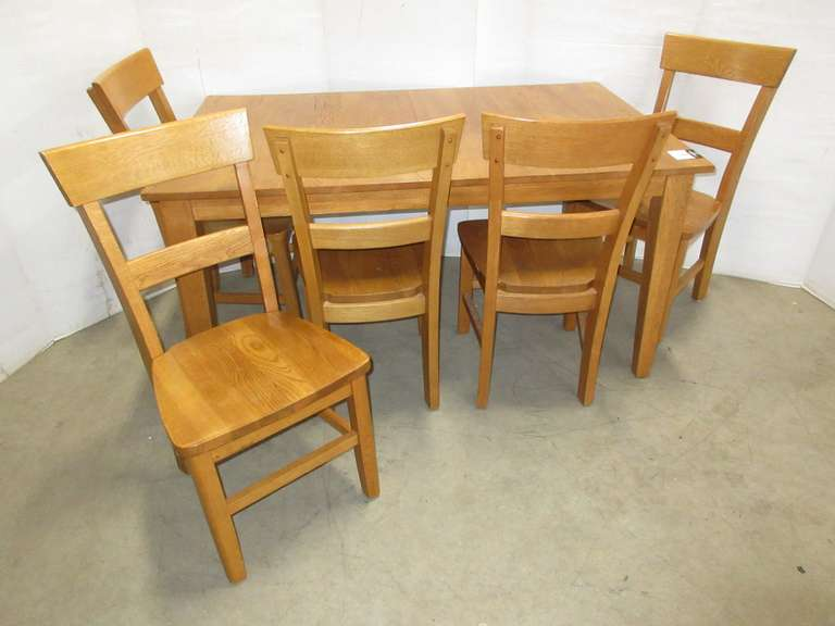 Oak Table and (5) Chairs, Has Two Built In Leaves, Matches Lot No. 6724