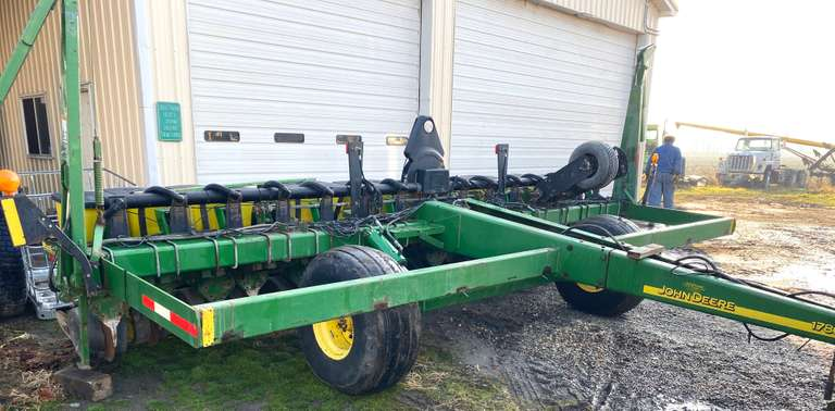 "John Deere 1780 15-15"" Row Max Emerge Plus Vacuum, No Fertilizer, 15-No-Till Coulters, Soybean Plates Only, 12-Extra Hoppers and 11-Extra Meters, 7-New Long Chains, Markers, Lights, New Vacuum Motor, 13-Cast Closing Wheels, The Rest Rubber, Air Down Pressure, John Deer Computrak 250 Monitor"