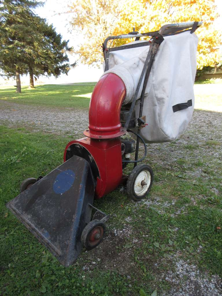 "Gas Powered 30"" Vacuum with 3 HP Briggs & Stratton Engine, Engine Turns Over, Should Run With Some Attention."