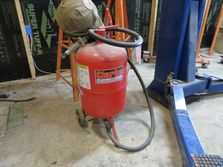 Clark 10-Gallon Abrasive Blaster, Model SB9008, Gun Included, Works
