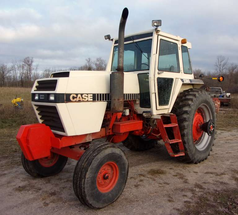 1982 Case 2390 Tractor, (8900 Hours), Serial No. 09920590, 3-Speed Powershift Transmission, 100 PTO, A/C Blows Cold, 18.4-42 Firestone Tires, Good Tires, Work Light NOT Working, Hazard Lights Work, Air Ride Seat, Few Minor Leaks