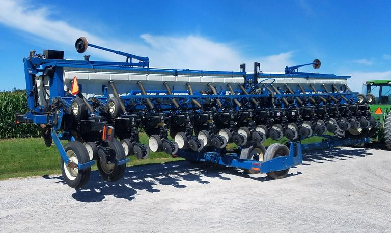 "2002 Kinze 3650 16-30"" Row with 2X2 Dry Fertilizer with Ext. Coulters,  Serial No. 655001, Flat Fold Markers KPM 11 Monitor, Heavy Duty Single Disc Fertilizer Option in Crate, Kinze Finger Pick-Ups, and Soybean Bean Meters, Housed"