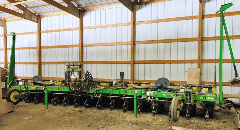 John Deere 1710 Max Emerge Plus 16-Row Vacuum Planter, Liquid Fertilizer Spray Nozzles Over the Rows, Beet, Soy and Dry Bean and Corn Plates, Row Monitor Included