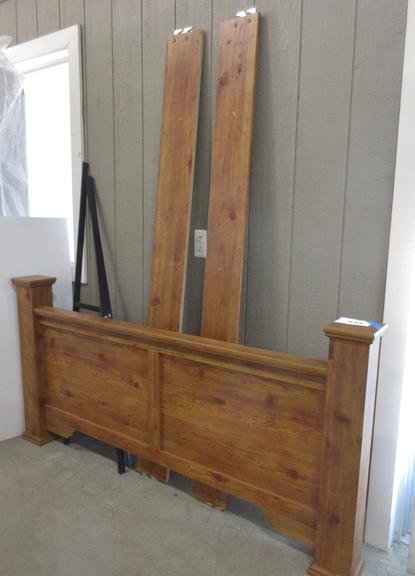 Queen Size Wood Grain Footboard and Rails