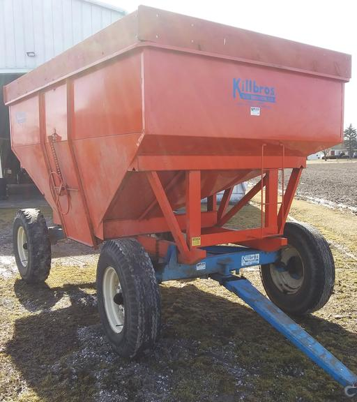 Killbros 385 Gravity Wagon on 12-Ton Running Gear, 900x20 Tires, Sliding Tongue for Easy Hook Up, Rear Hitch, Always Housed, Like New Condition