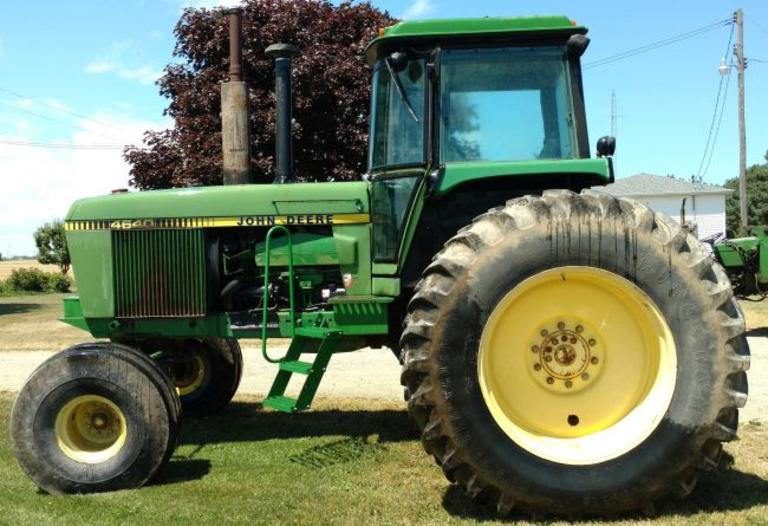 John Deere 4640 Tractor with Dual Wheels, Cab has Air and Heat, Uses No Oil, 3-Point Quick Hitch Included, Runs Great