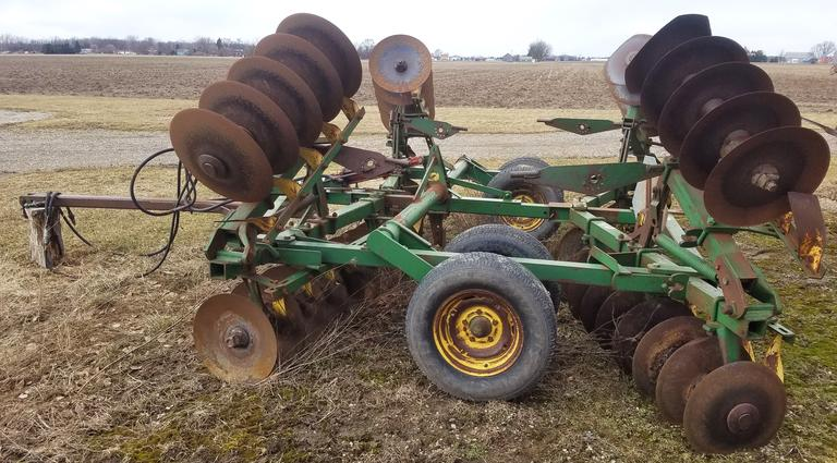 "John Deere 18' BW Disk, Manual Fold Wings, 18"" Front Discs, 16.5"" Rear Discs, Good Tires"