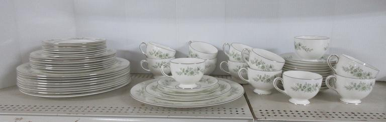 53-Piece Wedgwood Fine China Dinnerware Dish Set, Wedgwood Westbury China, Green Daisy on White with a Platinum Rim, Includes: (10) Dinner Plates, (8) Salad Plates, (9) Bread and Butter Plates, (13) Coffee Cups, and (13) Matching Saucers