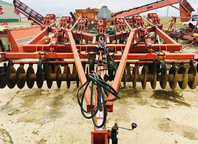 Sunflower 4010 7-Shank V-Ripper with Front Disk, Comes with Extra Shank and Teeth Included