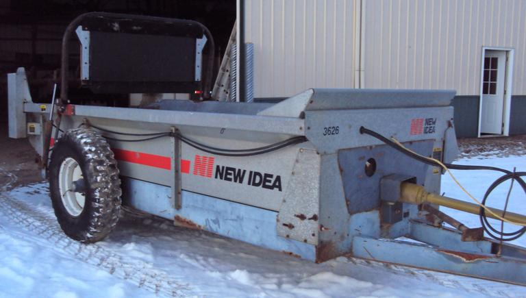 New Idea Manure Spreader Model 3626, 260-Bushel Capacity with Top Beater and End Gate, Very Good Condition