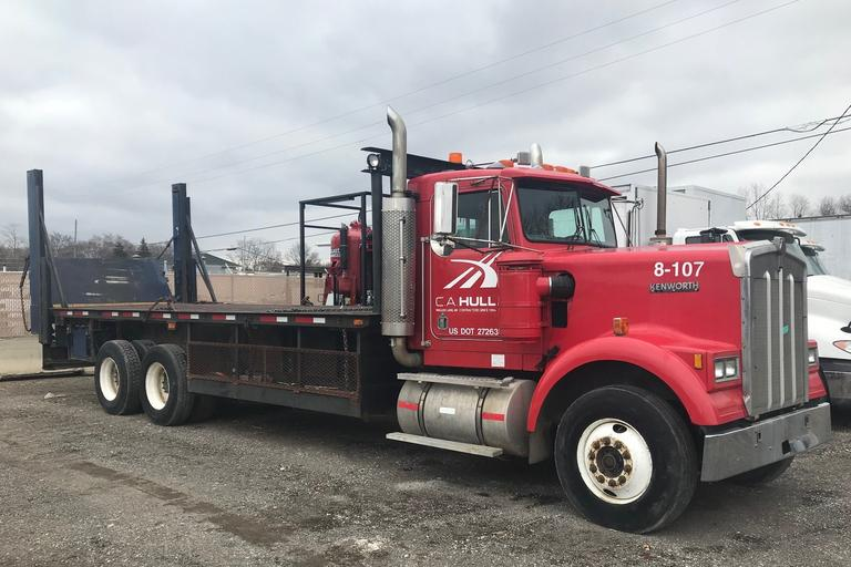 1988 Kenworth W900 Tandem Flatrack Truck, VIN: 2XKW A28X 7JM5 09869, (272,120 Miles), Cummins NTC 365, Fuller 8-Speed, 23' Stake Rack, Lift Gate, Trailer Hitch, Dual Rear, Clean and Clear Title