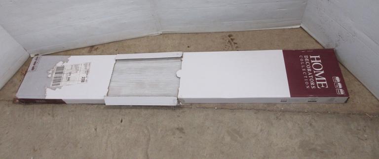 Albrecht Auctions Case Of Home Decorators Collection Vinyl Plank Flooring White Wash Oak