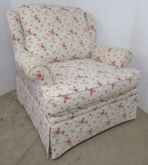 Flexsteel Sitting Chair, Cream with Red Flowers, Has Arm Guards Underneath Cushion, Matches Lot No. 17