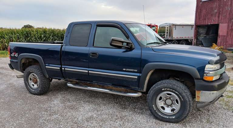 2002 Chevy 4WD 2500 Heavy Duty 3/4 Ton Pickup, (129,000 Miles), 6.0 Liter, 2-New BF Goodrich All-Terrain Tires, 2-with Wear, One Owner, Clean and Clear Title