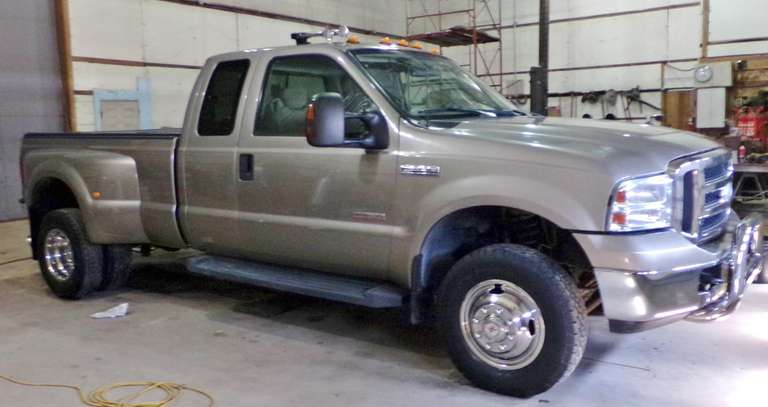 2006 Ford F-350 XLT DRW 4X4 Diesel Pickup, (183,637 Miles), 6-Speed Manual,  Keyless Entry, B&W Gooseneck Hitch, Hard Tonneau Cover, Chrome Brush Bar, Air Horns with Compressor, Chrome CB Radio, Chrome Wheel Covers, Clean and Clear Title