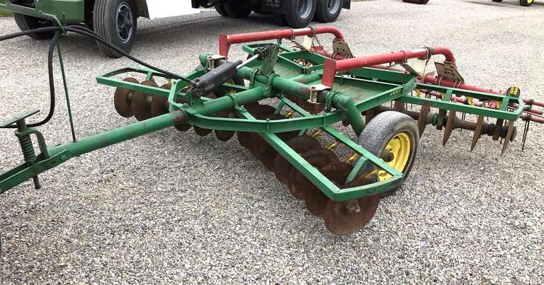 John Deere 10' Disk with Midwest Leveler with Like New Tines, Gangs are Tight, Very Little Use on New Blades, Original Paint, Always Housed, Field Ready, Very Nice, Hydraulic Cylinder NOT Included