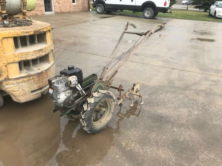 Planet Jr. Cultivator, Newer 3.5 hp Briggs & Stratton Gear Reduction Engine, Runs but Needs the Carburetor Cleaned (It will overflow the gas.)