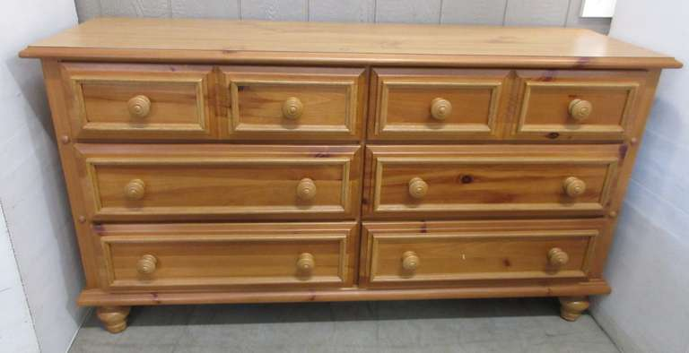 Wood Grain Six-Drawer Dresser