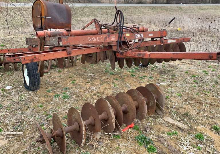 White 12.5' Disk with Tine Leveler, Needs Bearings on One Gang, (Cylinder NOT Included)