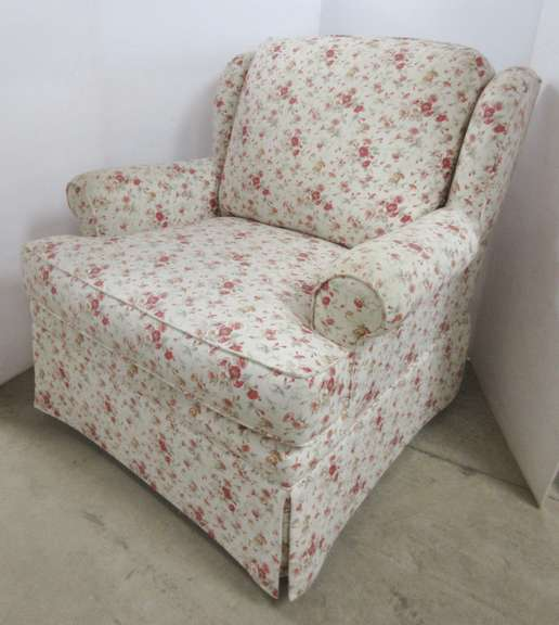 Flexsteel Sitting Chair, Cream with Red Flowers, Has Arm Guards Underneath Cushion, Matches Lot No. 16