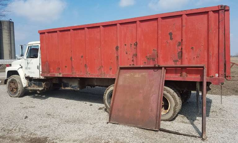 1978 International Harvester Tandem Truck with 20' Box, 446 Gas Engine, Thumb Track Box, Clean and Clear Title