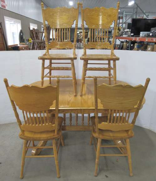 Solid Oak Dining Table with (2) Leaves and (4) Matching Solid Oak Chairs