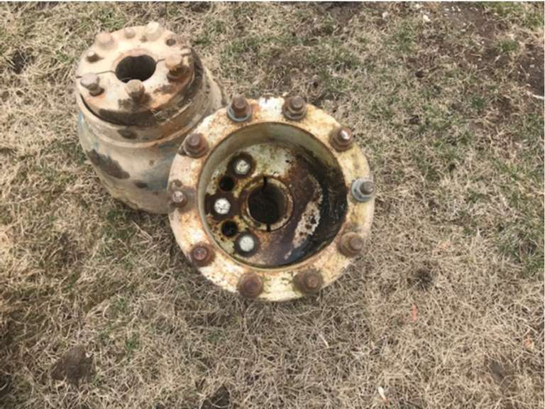 Ford Dual Hubs, 10-Bolt, Off TW-25 Tractor, Good Condition