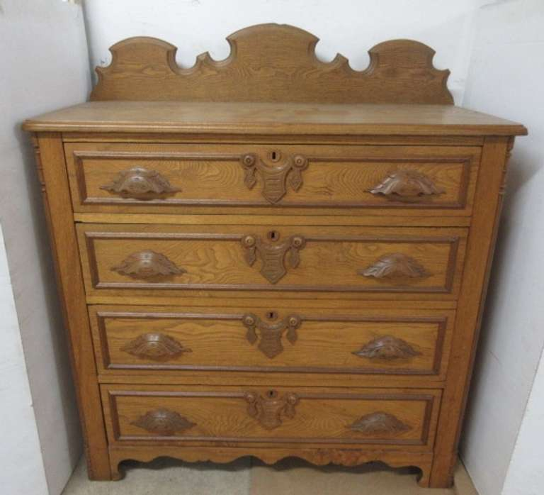 Antique Oak Chest of Drawers with Dovetail Drawers