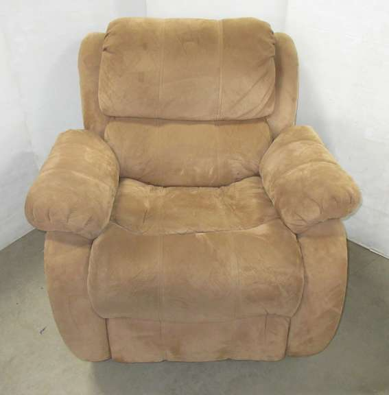 Brown Recliner, Matches Lot No. 26